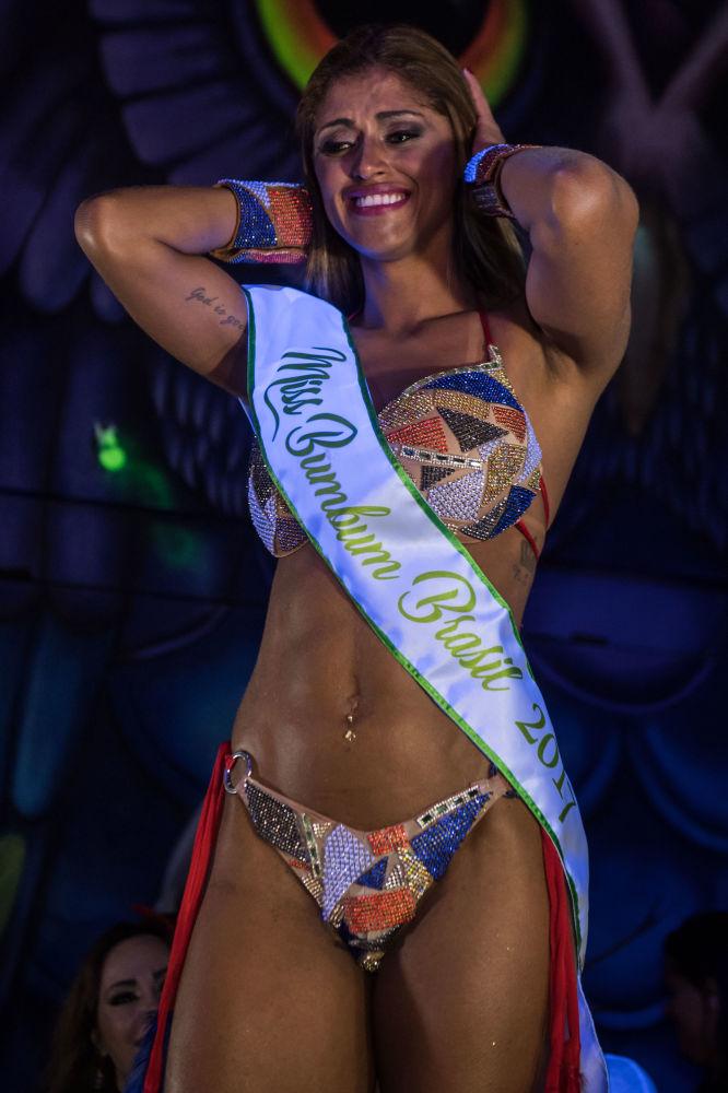 Reação de Rosie Oliveira do Amazonas após ter ganhado o concurso Miss Bumbum 2017