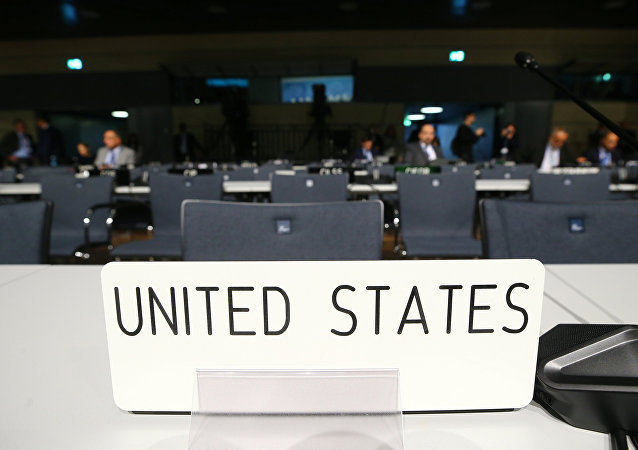Os assentos vazios da delegação dos EUA antes da sessão de abertura da COP23 Conferência das Nações Unidas sobre Mudanças Climáticas 2017, organizada por Fiji, mas realizada em Bonn, no World Conference Centre Bonn, na Alemanha.