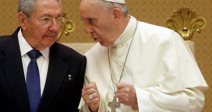 Presidente cubano Raul Castro se reúne com o Papa Francisco