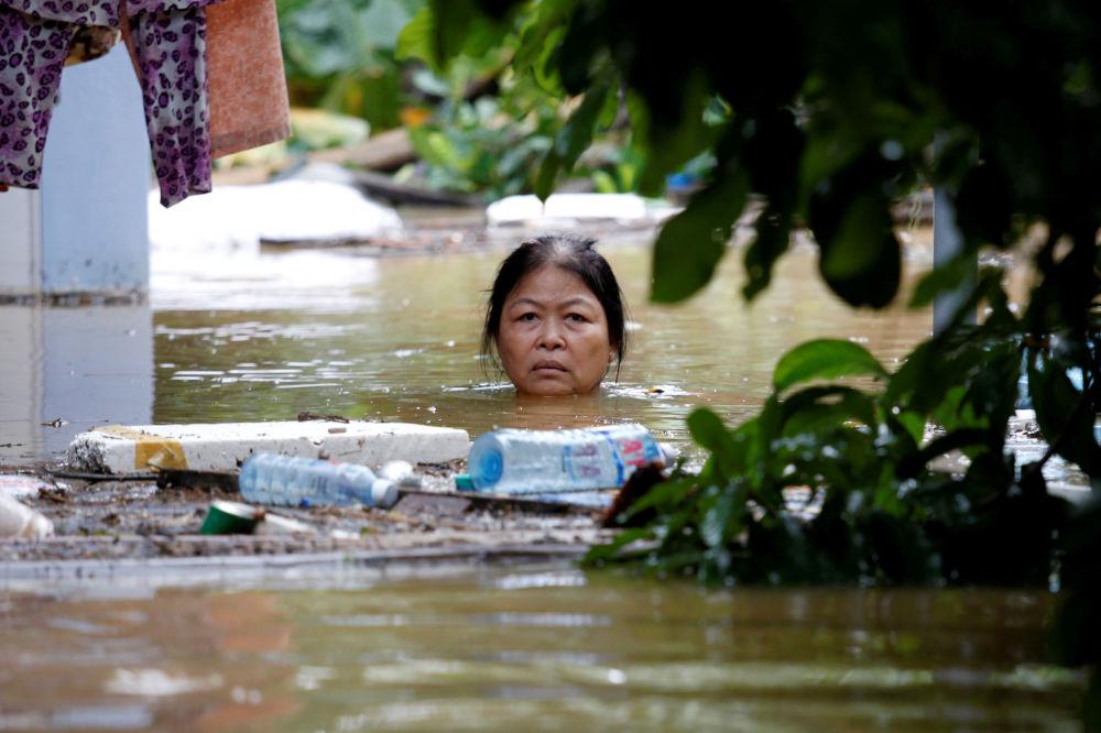 Inundações depois do tufão Damrey no Vietnã