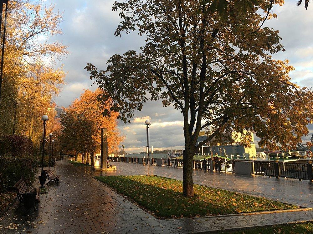 Principal cais de Rostov-no-Don durante outono