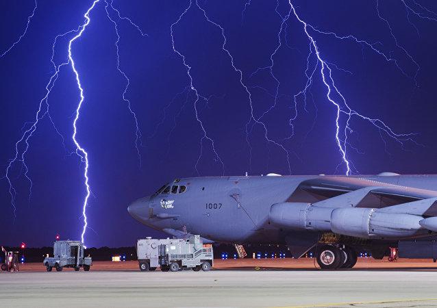 Um Boeing atingido por um relâmpago