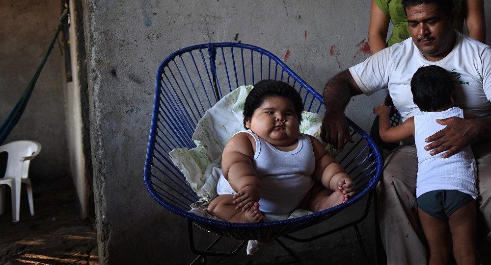 Luis Gonzales de 10 meses com seus pais e irmão mais velho no México, em 8 de novembro de 2017