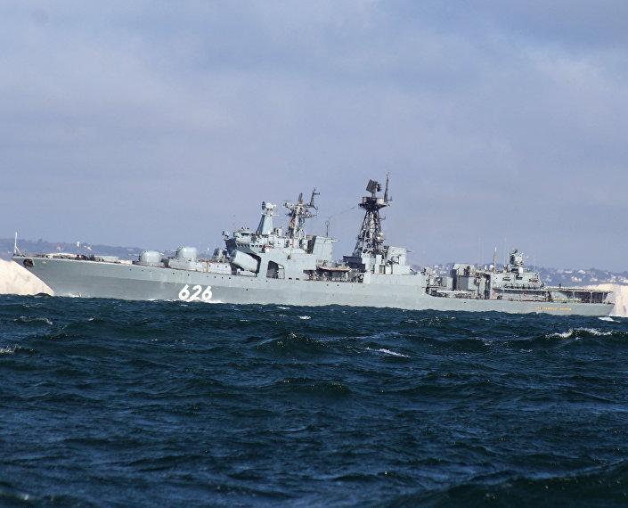 Navio Vitse-Admiral Kulakov da Frota do Norte da Rússia passa pelo canal da Mancha (foto de arquivo)