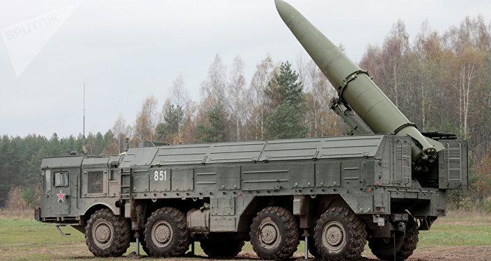 Iskander-M (SS-26 Stone, segundo o código da OTAN), sistema móvel de mísseis balísticos da Rússia