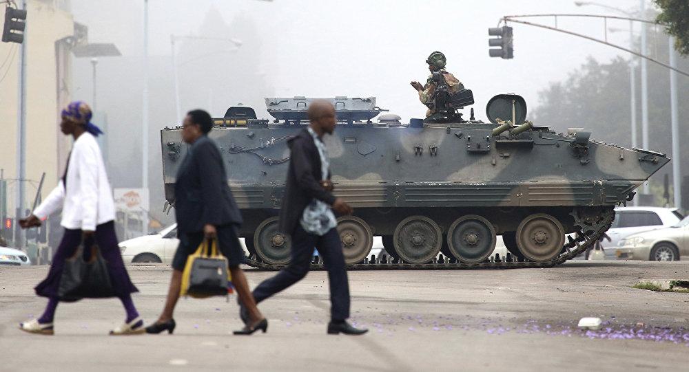 Explosões em Harare. Tropas invadem televisão estatal do Zimbabwe