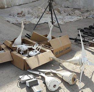 Armazéns de armas de terroristas encontrados em Deir ez-Zor
