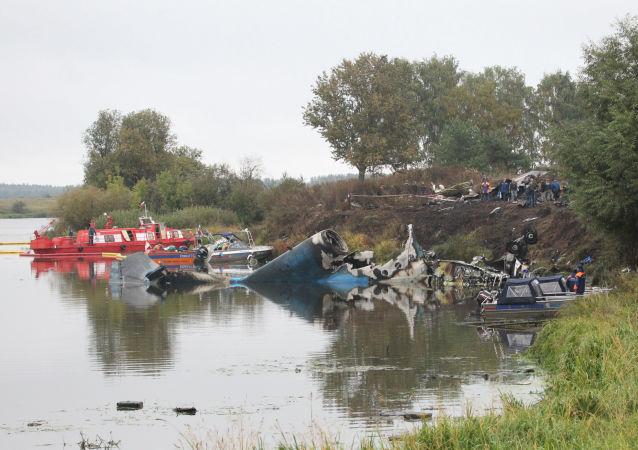 Lugar do acidente com o avião Yak-42, que transportava todo o time principal do clube de hóquei russo Lokomotiv Yaroslavl