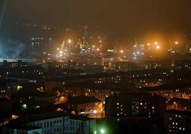 Murmansk à noite