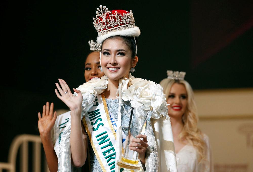 Vencedora do concurso Miss Miss International, Kevin Lilliana da Indonésia