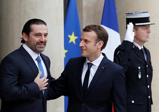 Saad Hariri e Emmanuel Macron em Paris, França.