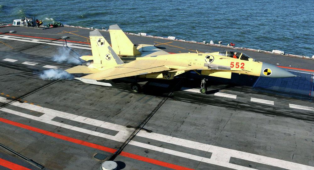 Avião de combate chinês J-15 (foto de arquivo)