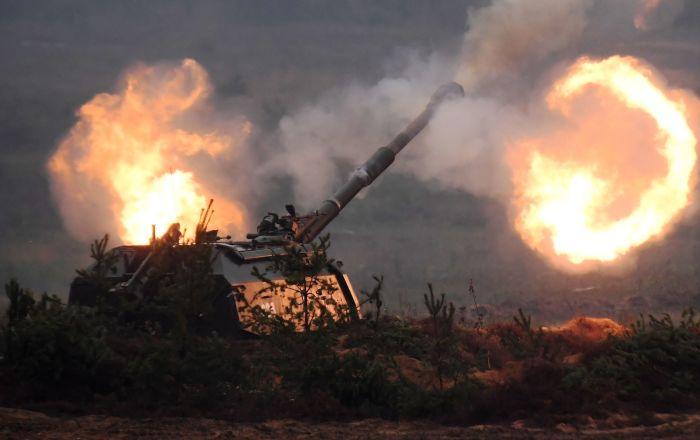 Russian soldiers receive 1st batch of modernized self-propelled artillery MSTA-S