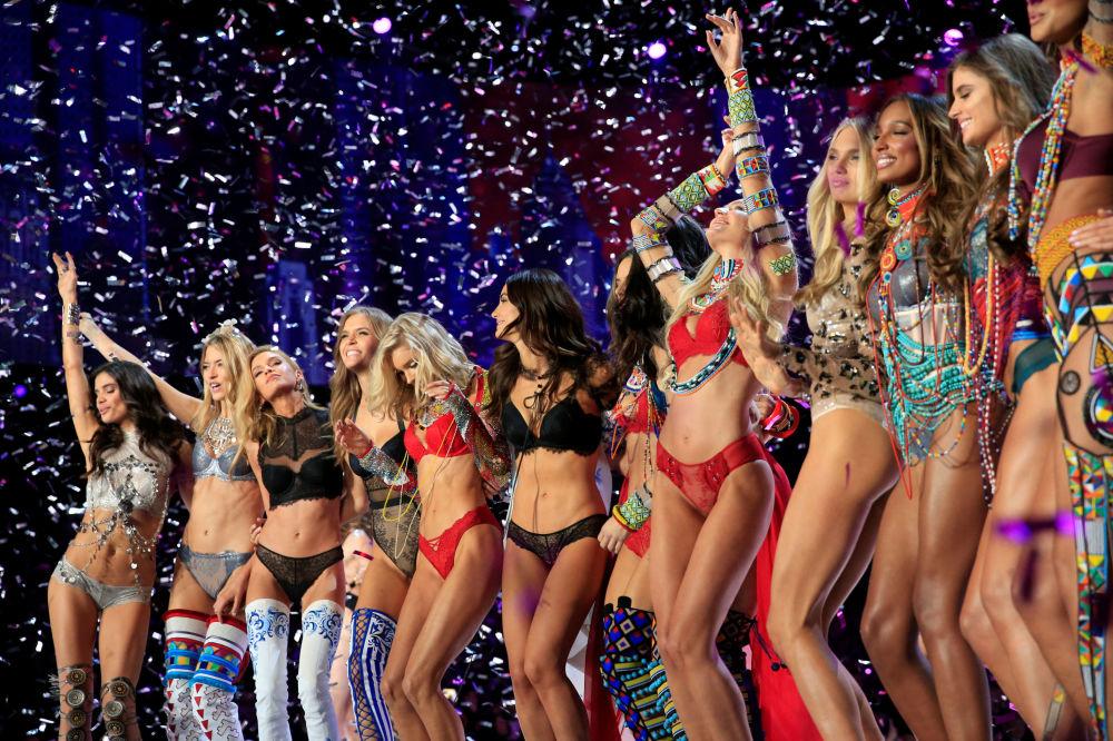 Modelos depois do show da Victoria's Secret em Xangai, China