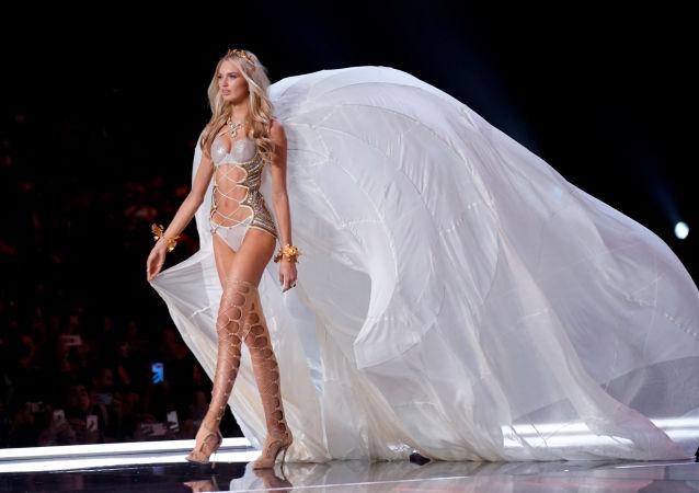 Modelo Romee Strijd durante o desfile da Victoria's Secret em Xangai, China