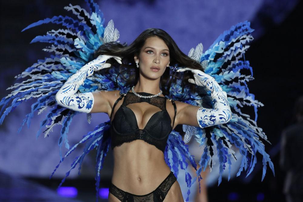 Modelo Bella Hadid durante o show da Victoria's Secret em Xangai, China