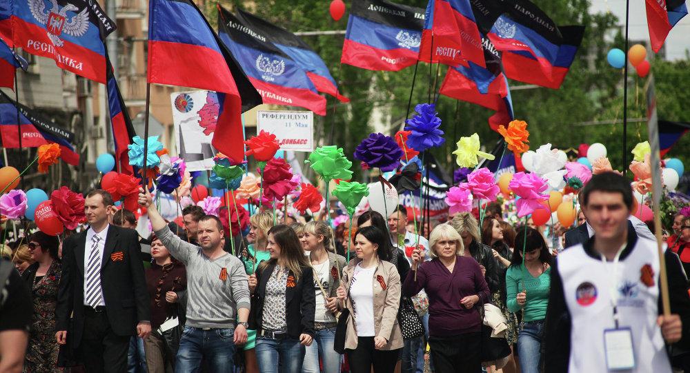 Manifestação de apoio à independência da autoproclamada República Popular de Donetsk em 11 de maio de 2015