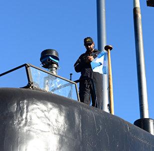 Tripulante do submarino militar argentino ARA San Juan no porto de Buenos Aires, Argentina (foto de arquivo)