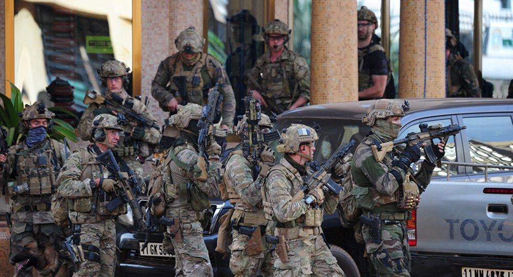 Soldados franceses participam de operação contra terroristas em Burkina Faso (Arquivo)
