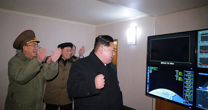 Líder norte-coreano, Kim Jong-un festeja lançamento bem-sucedido do míssil Hwasong-15