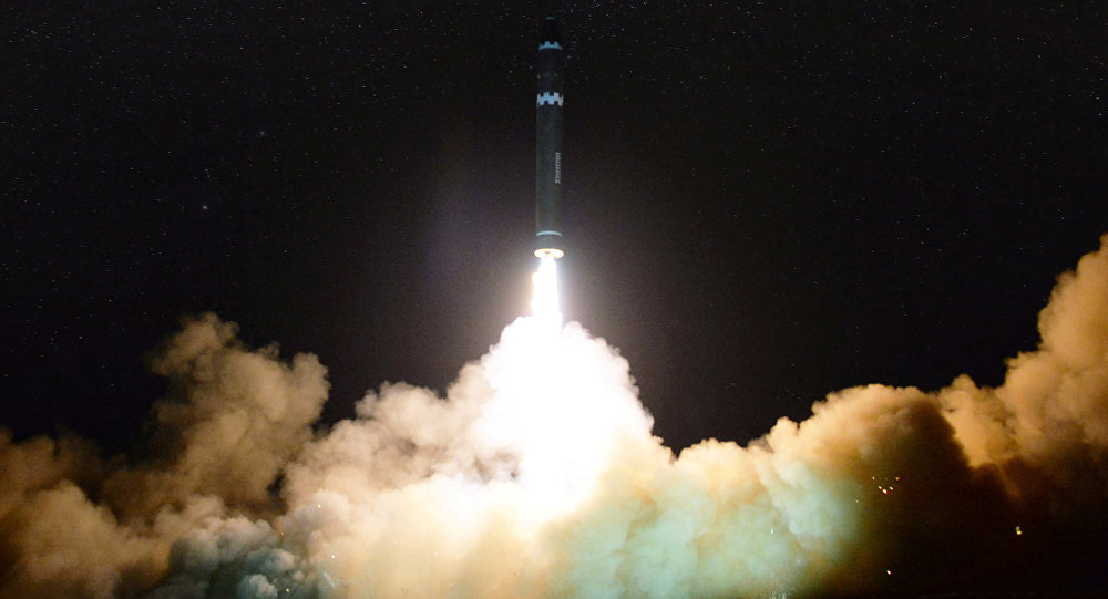 Lançamento do novo e mais poderoso míssil de longo alcance da Coreia do Norte Hwasong-15