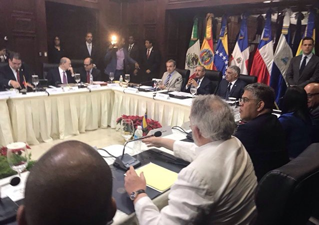 Delegações do governo e da oposição em Santo Domingo, na República Dominicana