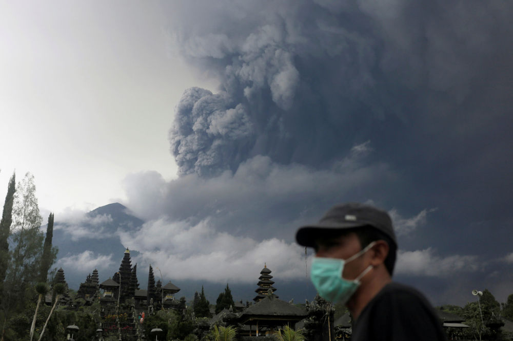 Erupção do vulcão Agung na Indonésia