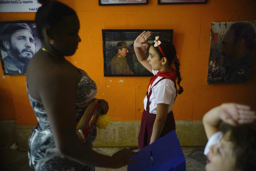 Votação em uma das escolas de Havana, Cuba