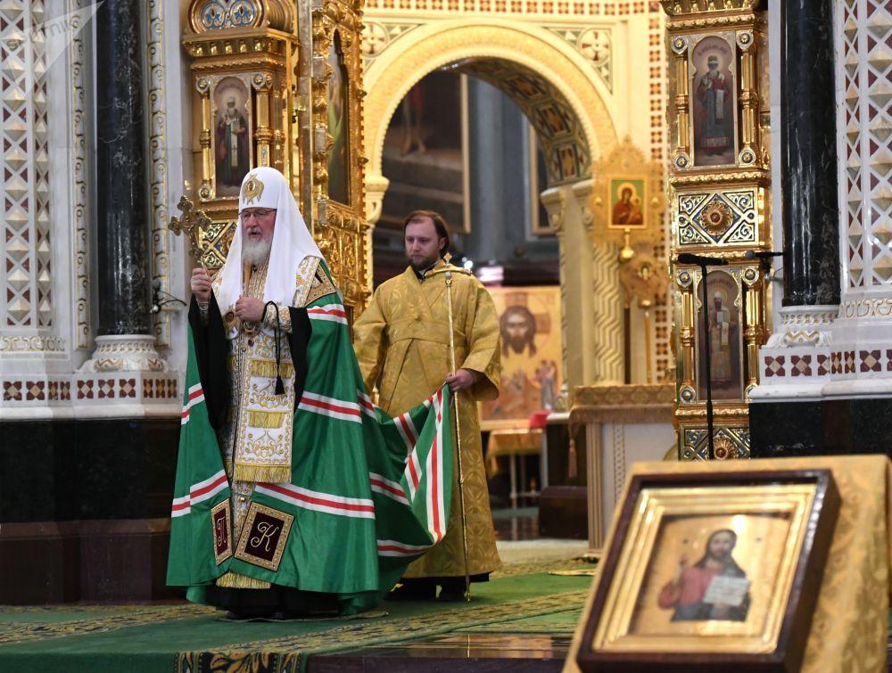 Patriarca Ortodoxo russo durante missa solene