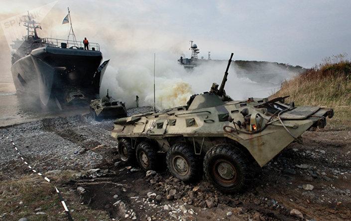 Veículo blindado durante treinamentos na região de Primorie