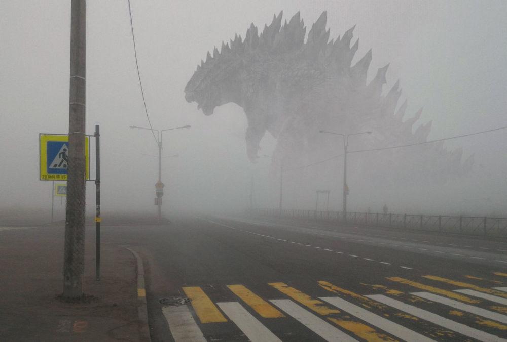 Monstro fictício de Godzilla anda pelas ruas de uma cidade na Rússia