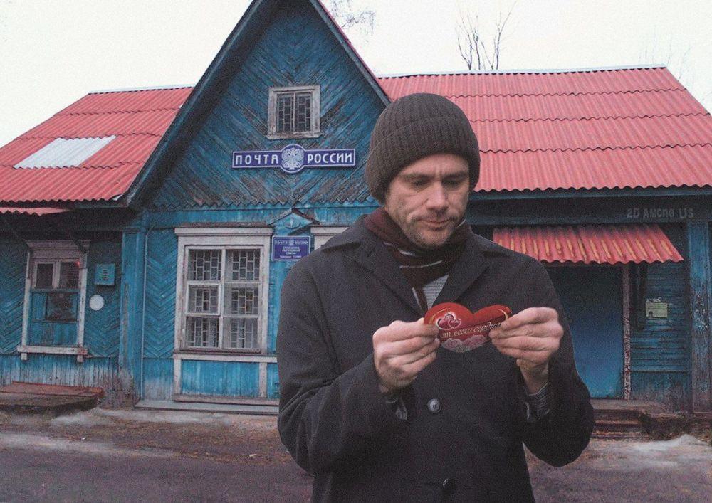 Jim Carrey com valentinka, presentinho típico para o Dia dos Namorados, perto dos Correios da Rússia em um povoado