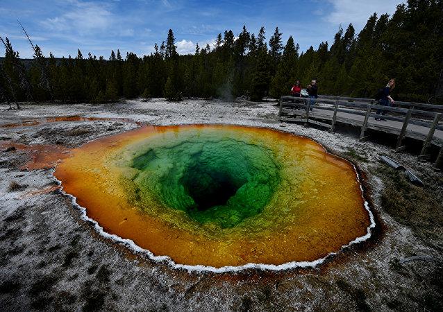 A Grande Fonte Prismática no Parque nacional de Yellowstone