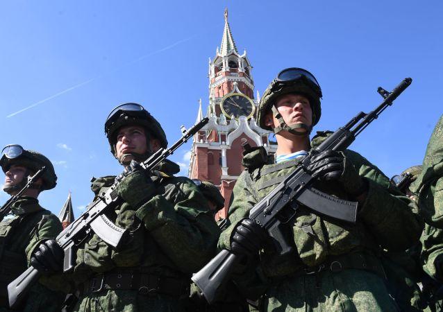 Tropas Aerotransportadas da Rússia durante celebração de seu aniversário na Praça Vermelha em Moscou