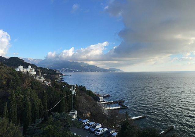 Vista panorâmica do mar que se tem de um dos apartamentos do hotel Palmira Palace, em Yalta