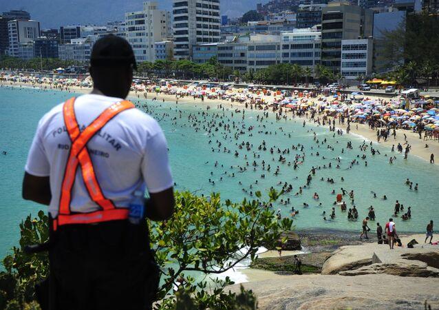 Polícia Militar reforça segurança nas praias do Rio de Janeiro para evitar ações violentas