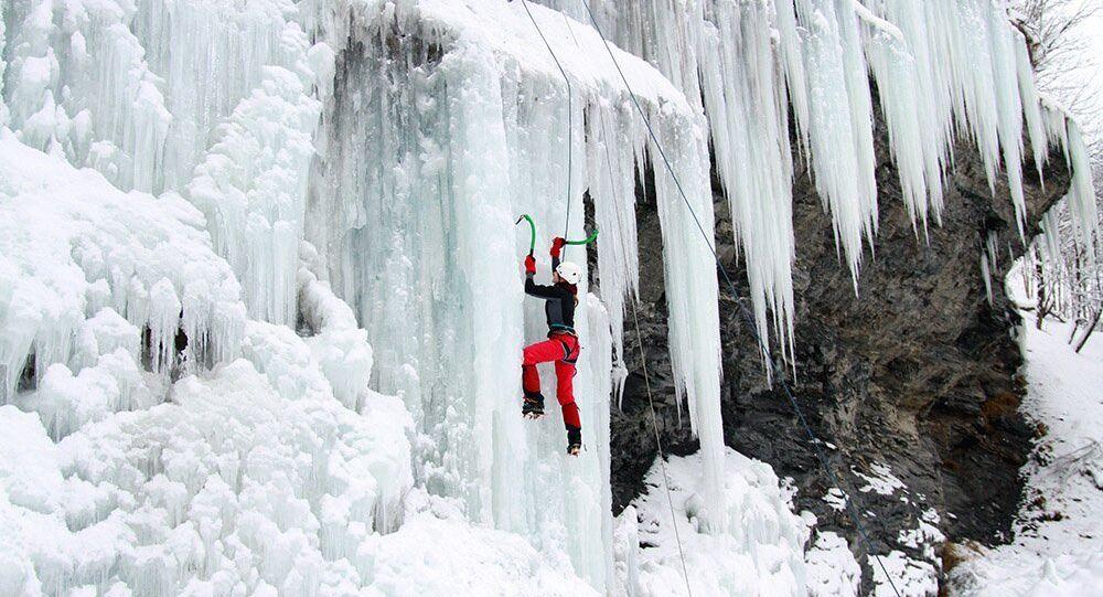 A escalada em montanhas de gelo (ice-climbing)