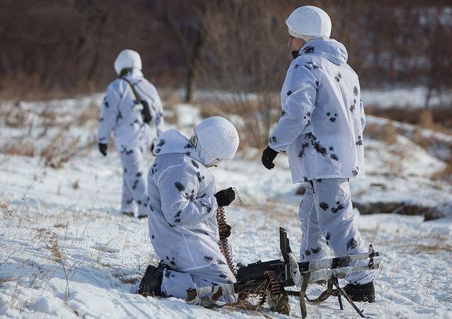 Arquivo. Soldados russos durante treinamento no Ártico