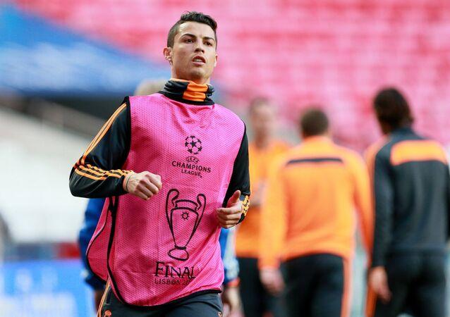 Cristiano Ronaldo treina para a sequência da temporada do Real Madrid