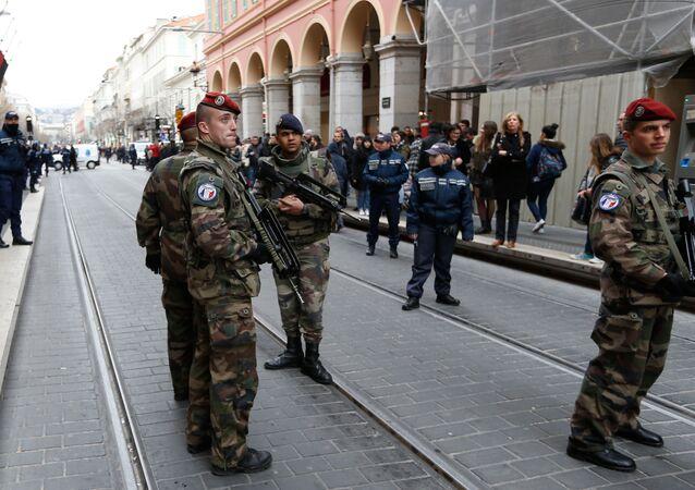 Soldados da brigada antiterrorista em Nice