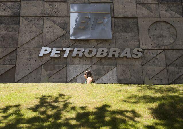 Presidente da Petrobras e cinco diretores renunciam