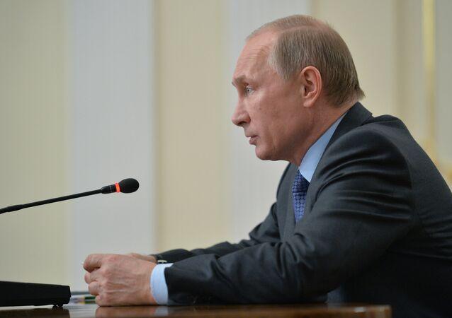 Presidente Putin em reunião para discutir empréstimos