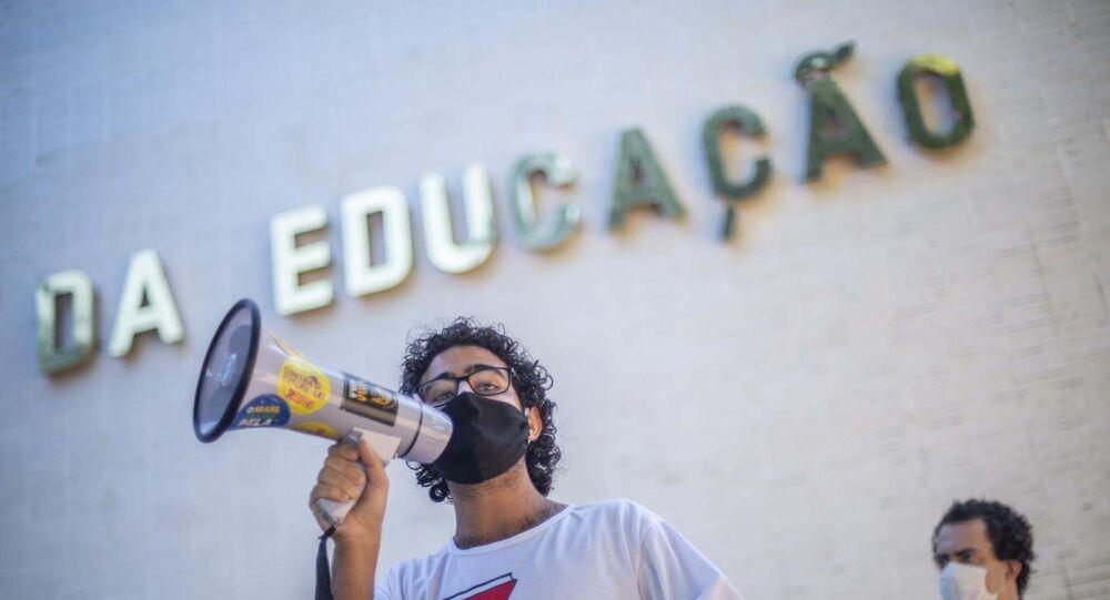 Protesto em frente ao prédio do Ministério da Educação em Brasília (DF) contra a Medida Provisória n° 979, de 2020, que permite o ministro escolher os reitores das Universidades Federais