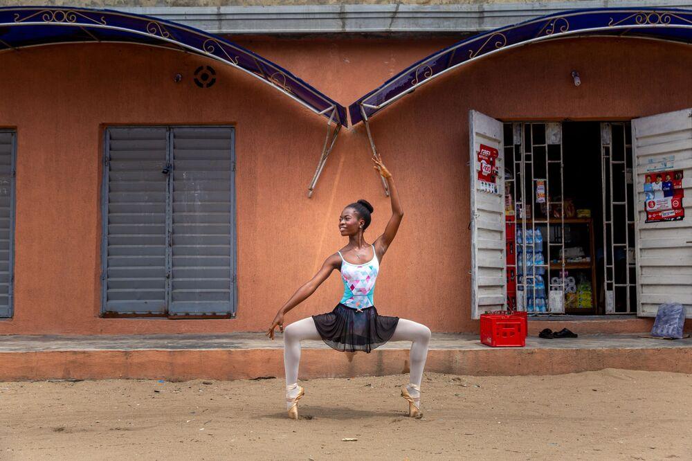 Estudante da Academia de Dança da Nigéria