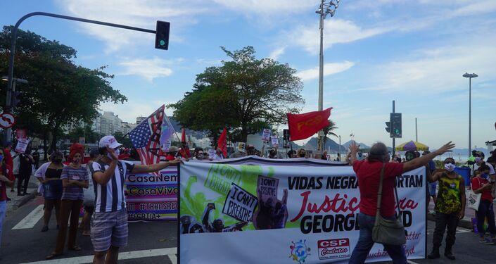 Manifestantes protestam contra racismo, homofobia, transfobia e outros preconceitos durante ato no Rio de janeiro