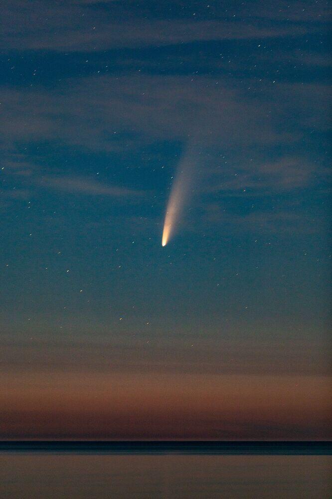 Cometa NEOWISE cruza o céu do Canadá