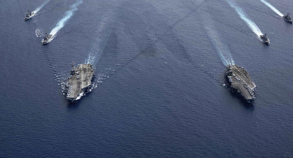 Embarcações da Marinha dos EUA, o USS Ronald Reagan e o USS Nimitz entram em formação no mar do Sul da China