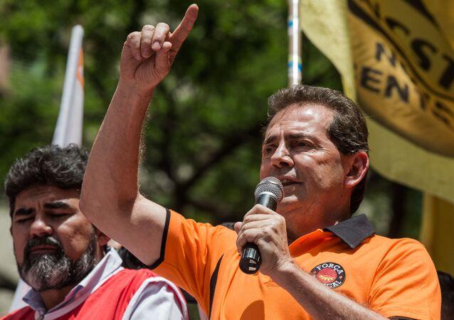 Paulinho da Força discursa para manifestantes em projeto da Força Sindical e Centrais Sindicais (foto de arquivo)