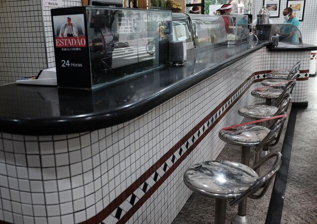 Movimento de clientes no bar Estadão, na região central de São Paulo