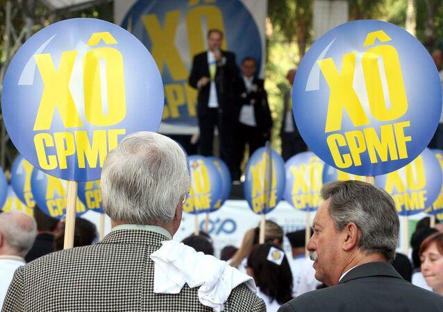 Protesto em Curitiba pede a extinção da CPMF em 2007